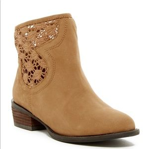 Very Volatile stevie crochet camel ankle boot